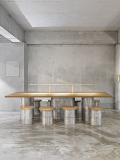 Минималистичное кафе-бар Et Cetera в Сеуле Luxury Homes Interior, Cafe Interior, Interior Design, Built In Furniture, Deco Furniture, Communal Table, Restaurant Concept, Co Working, Coffee Design