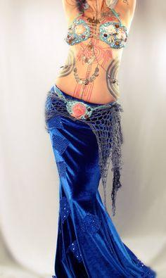 Mermaid Shell Bra and Belt, seashells rhinestones Belly Dance bra blue shimmery… Belly Dance Bra, Belly Dance Costumes, Mermaid Diy, Mermaid Skirt, Mermaid Shell, Dance Outfits, Dance Dresses, Shell Bra, Fairy Skirt