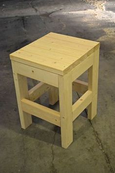 DIY Wood Project Plans Make this easy DIY Shop Stool using only 3 - boards. The cost is less t Wood Projects For Beginners, Easy Wood Projects, Easy Woodworking Projects, Diy Pallet Projects, Outdoor Wood Table, Wood Tables, Wooden Chairs, Outdoor Sofa, Woodworking Bench Plans