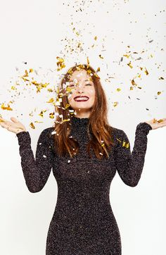 That cheerful feeling when you find giftable beauty items for everyone on your holiday list! New Year Photoshoot, Photoshoot Themes, New Years Eve Pictures, Studio Portrait Photography, New Years Eve Weddings, 50 And Fabulous, Elegantes Outfit, Big Girl Fashion, Nouvel An