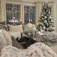 best white Christmas room decor ideas room White Christmas decor ideas for soft, warm and fresh vibes in your christmas decorated room Cozy Christmas, Christmas Holidays, Christmas Island, Outdoor Christmas, Homemade Christmas, Christmas Cactus, Christmas Quotes, Houses Decorated For Christmas, Rustic Christmas
