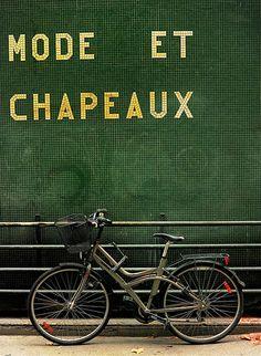 Paris #greencrush #pantonecolouroftheyear