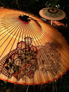 Japanese umbrella, Wagasa 和傘, Artist Study , circles , Art Featuring Circles, Inspiration for CAPI Students at milliande.com , circles, kreis, symbology , metaphor, emotion, idea, art