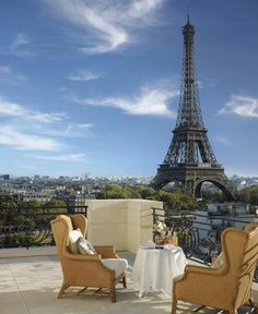 Rooftop terrace - Table for two - View Of Majestic Eiffel Tower | Full Dose