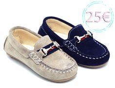 Tienda online de calzado infantil Okaaspain. Mocasín de piel serraje con adorno de bandera y estribo. Calidad al mejor precio hecho en España.