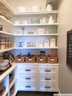 Organizing Schedules and Recipes (Sunny Side Up) Kitchen Organization Pantry, Kitchen Pantry, Organized Pantry, Kitchen Stuff, Organization Ideas, Kitchen Ideas, Blogger Home, Easy Family Meals, Livingston