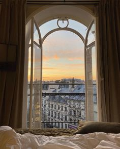 City Aesthetic, Brown Aesthetic, Travel Aesthetic, Aesthetic Vintage, Images Esthétiques, Aesthetic Pictures, Beautiful Places, Scenery, Around The Worlds
