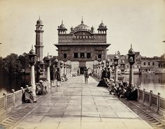 Old black and white picture from 1870 of Sri Harmandir Sahib Ji (the Golden Temple) that had color digitally added in to create this amazing glimpse into our past. Temple India, Indian Temple, Om Namah Shivaya, Jaisalmer, Udaipur, Golden Temple Amritsar, Harmandir Sahib, Punjabi Culture, Asia