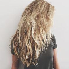 Wavy Hairstyle Informations About Wirklich attraktive lange gewellte Frisuren Pin You can eas Messy Hairstyles, Pretty Hairstyles, Latest Hairstyles, Wedding Hairstyles, Hair Day, New Hair, Beach Blonde Hair, Beach Hair Color, Messy Blonde Hair