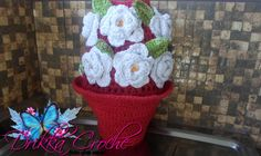 Puxa saco de croche Cesto com rosas,feito em barbante, altura 30cm por 50cm de circunferência medindo na parte do meio, a cor fica a escolha R$ 70,00