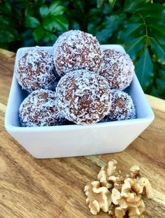 Here's an indulgent brownie style treat that's packed with healthy ingredients. Keep these Coconut Brownie Balls in the fridge for a fast snack. Healthy Mummy Recipes, Healthy Sweets, Raw Food Recipes, Sweet Recipes, Healthy Snacks, Dessert Recipes, Cooking Recipes, Healthy Eating, Cooking Tips