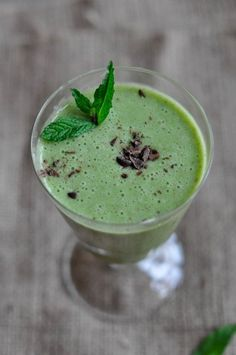 peppermint patty smoothie via green plate rule - try it with Xyla xylitol chocolate!