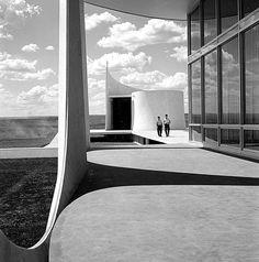 Biografia Oscar Niemeyer [1907 - 2012]
