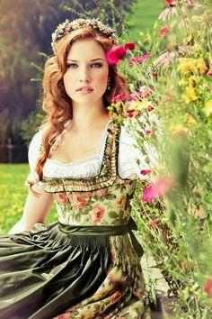 Dirndl Dress, Lolita Dress, Beer Girl, Folk Costume, Costumes, Up Girl, Corsage, Traditional Dresses, Look Fashion
