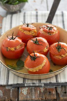 Gevulde tamaties Vegetables, Fruit, Food, Essen, Vegetable Recipes, Meals, Yemek, Veggies, Eten