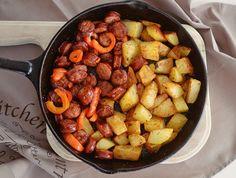 Carnati Maestro cu cartofi la tigaie Sweet Potato, Gluten, Potatoes, Vegetables, Recipes, Food, Cooking, Meal, Potato