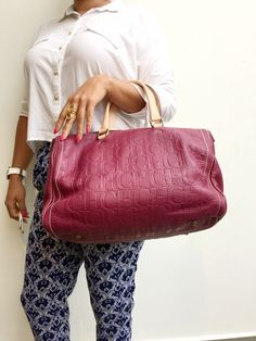 Carolina Herrera !!!  Un color maravilloso #venta Ch Carolina Herrera, Louis Vuitton Speedy Bag, Fashion, Bag, Sweetie Belle, Moda, Fashion Styles, Fashion Illustrations