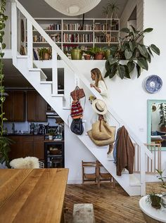 Awesome loft staircase design ideas you have to see 08 cozy house, stairs t Style At Home, Casa Loft, Cool Bookshelves, Staircase Design, Loft Staircase, Modern Staircase, White Staircase, Spiral Staircases, Retro Home Decor