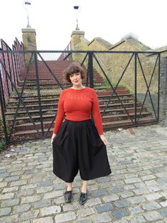Buy the Winslow Culottes sewing pattern from Helen's Closet, wide-legged pants designed for comfort and style, this pattern can be made at any length. The Fold Line, Sewing Blogs, Silk Charmeuse, Professional Look, Weekend Wear, Wide Leg Pants, Diy Fashion, Chambray, Midi Skirt