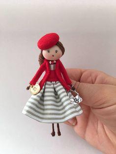 Brooch doll Lady Laura Jewelry de Mischic en Etsy https://www.etsy.com/es/listing/527604926/brooch-doll-lady-laura-jewelry