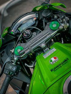 Kawasaki Ninja, Hd 883 Iron, Ninja Bike, Alta Performance, Motorbike Design, Kawasaki Zx10r, Motorcycle Photography, Zx 10r, Super Bikes