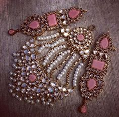 Lovely How To Wear Vintage Jewelry Ideas India Jewelry, Boho Jewelry, Wedding Jewelry, Jewelry Sets, Silver Jewelry, Vintage Jewelry, Handmade Jewelry, Fashion Jewelry, Gold Jewellery