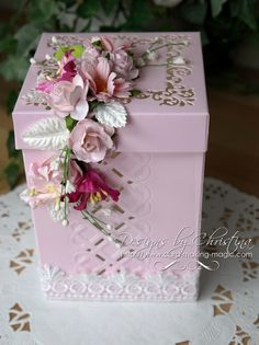 Make this lovely box and add something really special to it as your gift – Decor ideas Diy Gift Box, Diy Box, Diy Gifts, Gift Boxes, Exploding Box Card, Handmade Jewelry Box, Decoupage Box, Creative Gift Wrapping, Pretty Box