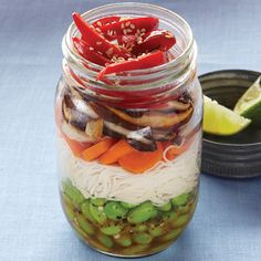 Take-To-Go Asian Stir-Fry Noodle Salad. Layers of colorful veggies and brown rice noodles make for a healthy lunch that is easy to transport. By adding the dressing at the bottom of the jar, the vegetables stay fresh and crisp till lunchtime. Mason Jar Lunch, Mason Jar Meals, Meals In A Jar, Mason Jars, Muesli, Different Salads, Asian Stir Fry, Clean Eating, Healthy Eating