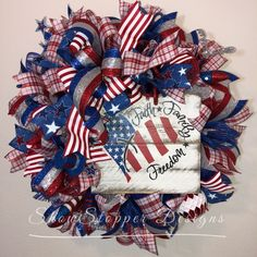 Wreath Crafts, Diy Wreath, Flower Crafts, Burlap Wreath, Patriotic Wreath, 4th Of July Wreath, Wreaths For Front Door, Door Wreaths, American Flag Wreath