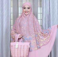 Mukenah Niqab Fashion, Muslim Fashion, Lace Evening Dresses, Linen Dresses, Tudung Shawl, Thing 1, Hijab Tutorial, Brokat, Mode Hijab