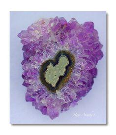 Very spiritual stone, serves for healing, spiritual awareness, clarity