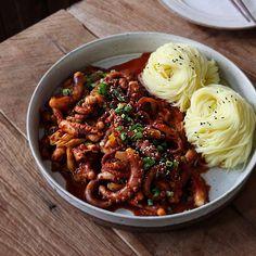 Octopus Recipes, Noodle Restaurant, Japanese Food Sushi, Food Menu Design, Good Food, Yummy Food, Aesthetic Food, Food Cravings, Korean Food