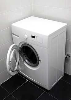 Koitko epämiellyttävän yllätyksen pyykkiä pestessäsi? Syitä hajuun voi olla monia. Bokashi, Laundry Room Cabinets, Clean House, Cleaning Hacks, Washing Machine, Small Spaces, Diy And Crafts, Sweet Home, Diy Projects