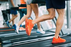 viraI: Is high-intensity interval training (HIIT) the most efficient way to work out? Build Muscle Mass, Running On Treadmill, Lose Weight, Weight Loss, People Running, Workout Session, Back Exercises, High Intensity Interval Training, Physical Fitness