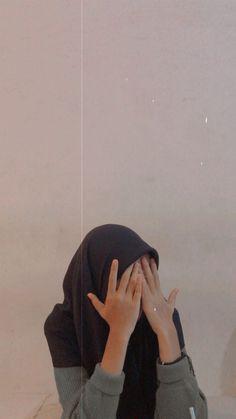 Hijabi Girl, Girl Hijab, Aesthetic Photo, Aesthetic Girl, No Face, Selfi Tumblr, Foto Mirror, Tmblr Girl, Modern Hijab Fashion