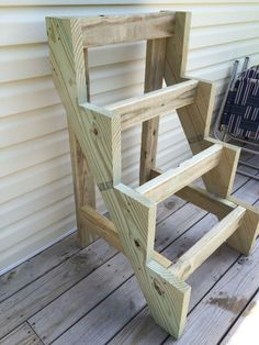 Window Box Planter Stairs: 5 Steps (with Pictures) Diy Home Crafts, Garden Crafts, Garden Projects, Diy Wood Projects, Wood Crafts, Woodworking Projects, Raised Planter, Raised Garden Beds, Vertical Planter