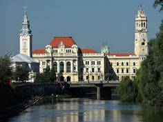 Oradea: City Hall and Crisul Repede river - Romania Visit Romania, Council House, Romania Travel, Education Architecture, Travel And Tourism, Eastern Europe, Countries Of The World, Travel Photography, Places To Visit