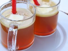 Hot Buttered Rum This rich beverage will warm you to your toes. Made with golden rum, brown sugar, cider, and a stick of butter, this one is not for the calories conscious. Adult Punch Recipes, Rum Punch Recipes, Drink Recipes, Hot Spiced Cider, Hot Buttered Rum, Christmas Drinks, Christmas Cooking, Holiday Drinks, Halloween Christmas