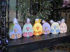 DIY Easter Wood Crafts which are a result of Labour, Love And Patience – Hike n Dip - Osterbasteln Mit Kindern Bunny Crafts, Easter Crafts, Summer Crafts, Holiday Crafts, Easter Projects, Craft Projects, Easter Ideas, Wood Projects, Project Ideas