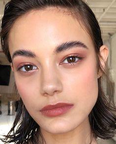 13 Brush-Free Makeup Looks You Can Apply With Just Your Fingers 13 Pinselfreie Make-up-Looks, Makeup Goals, Makeup Inspo, Makeup Ideas, Eyebrow Makeup, Hair Makeup, Makeup Eyebrows, Makeup Glowy, Crazy Eyebrows, Eyeliner