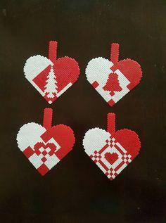 Hama Beads Patterns, Beading Patterns, Funny Ornaments, Christmas Perler Beads, Christmas Crafts, Christmas Decorations, Pixel Art, Yoshi, Cross Stitch Patterns