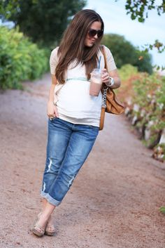 LOVE this maternity outfit!