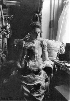 Little puff sleeves with long sleeves! Empress Alexandra Feodorovna (Alix of Hesse) with first daughter Grand Duchess Olga Romanov Olga Romanov, Anastasia Romanov, Tsar Nicolas Ii, Tsar Nicholas, Familia Romanov, Grand Duchess Olga, House Of Romanov, Alexandra Feodorovna, Imperial Russia