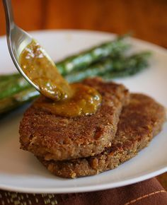 Vegan Chickpea Cutlets from the cookbook Veganomicon. I would LOVE to make these but I have been unable to find vital wheat gluten anywhere in Australia. Seitan Recipes, Vegetarian Recipes, Vegetarian Lifestyle, Chickpea Recipes, Vegetarian Dinners, Veggie Recipes, Vegan Vegetarian, Vegan Foods, Vegan Dishes