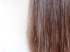 Apfelessig-Spülung für bessere Kämmbarkeit und glänzende Haare