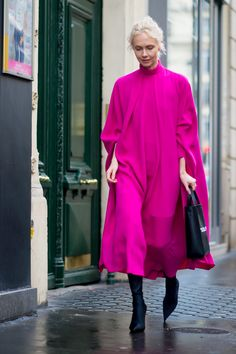 The Best Street Style Looks From Paris Fashion Week Fall 2017 Pink Fashion, Fashion Week, Love Fashion, Autumn Fashion, Fashion Looks, Fashion Trends, Paris Fashion, Looks Style, Street Style Looks
