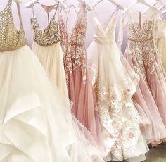 It is simple to determine why Hayley Paige is among our favourite wedding gown designers. Hayley made all bridal and her maids dresses too. Dress Vestidos, Prom Dresses, Formal Dresses, Wedding Robe, Wedding Gowns, Pretty Dresses, Beautiful Dresses, Dream Dress, The Dress