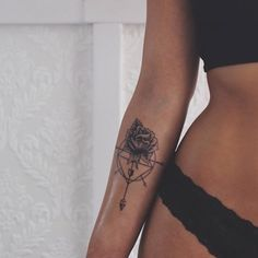 The Best Compass Tattoo Designs, Ideas and Images with meaning and drawings. Compass tattoos inspirations are beautiful for the forearm, wrist or back. Small Tattoos Arm, Lower Arm Tattoos, Arm Tattoos For Women, Great Tattoos, Trendy Tattoos, Forearm Tattoos, Beautiful Tattoos, New Tattoos, Body Art Tattoos