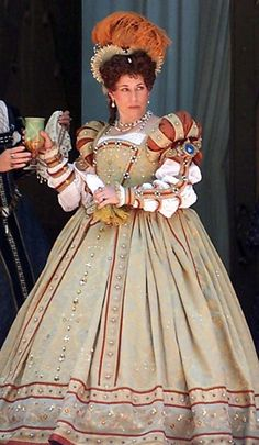 Elizabethan costume. I love the one skirt idea. Less layers for our Florida faires.