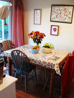 gingham kitchen - looks very cosy